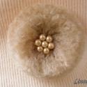 Pihe-puha pitypang kitűző (bross), Ékszer, óra, Bross, kitűző, Gyöngyfűzés, Horgolás, Anyaga - akrilfonal, gyöngyök, kitűző alap.  Átmérője kb. 7.5 cm.  , Meska