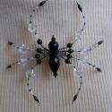 Pók fekete-átlátszó színekben (kitűző, bross), Ékszer, óra, Bross, kitűző, Medál, Gyöngyfűzés, Anyaga-gyöngyök, drót, kitűzőalap.  Mérete - 9 x 10 cm  Mivel a bross drót alapon készült, így tets..., Meska