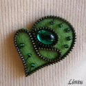 Cipzárbross (kitűző)  zöld színekben, Ékszer, Bross, kitűző, Anyaga- gyapjúfilc, fémcipzár, műanyag gomb, műanyag gyöngyök, kitűző alap.  Mérete - kb. ..., Meska