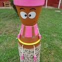 Pink barna cserépfigura, Dekoráció, Otthon, lakberendezés, Dísz, Kaspó, virágtartó, váza, korsó, cserép, Festett tárgyak, Egyedi készítésű cserépfigura. Az agyagcserepet akril festékkel festettem, felületkezeltem. Mérete:..., Meska