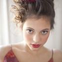 Mélyvörös-bordó tollas hajdísz, Ruha, divat, cipő, Esküvő, Hajbavaló, Hajdísz, ruhadísz, Mélyvörös-bordó esküvői szett egyik része ez a mutatós hajdísz. Elsősorban menyasszonyokna..., Meska