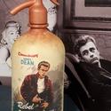 James Dean szódásüveg, Dekoráció, Otthon, lakberendezés, Asztaldísz, Krétafestékkel festett, decoupage technikával díszített, matt lakkal kezelt szódásüveg dekorációs cé..., Meska