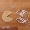 2 db Pacman sütemény kiszúró forma szettben, Konyhafelszerelés, Baba-mama-gyerek,  Pacman figurákat formázó sütemény kiszúró / szaggató forma szett.  Az ár 2 darab forma együttes ára..., Meska