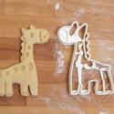 Állatos sütemény kiszúró forma - Zsiráf, kiszsiráf, zsiri, zsiráf bébi, Konyhafelszerelés, Baba-mama-gyerek, Fotó, grafika, rajz, illusztráció, Mindenmás, Állatos keksz kiszúró sorozatunk következő tagja: aranyos zsiráfot formázó sütemény/keksz kiszúrót ..., Meska