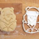 Micimackó sütemény kiszúró keksz forma, Konyhafelszerelés, Baba-mama-gyerek, Fotó, grafika, rajz, illusztráció, Mindenmás, Micimackó meséje is megihletett minket: a mókás kis mackót is süti formába öntöttük :)    Gyermek s..., Meska