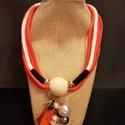Narancssárga-fekete zsinór nyaklannyaklánc c, Ékszer, Nyaklánc, Narancssárga fekete zsinór nyaklánc, egyedi fa golyóból készített charmmal,amiről gyöngyök..., Meska