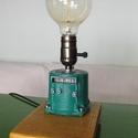 Ipari, loft asztali lámpa keringtetőszivattyúból erősebben csiszolt, Férfiaknak, Otthon, lakberendezés, Legénylakás, Lámpa, Famegmunkálás, Újrahasznosított alapanyagból készült termékek, Ez az asztali lámpa egy keringtetőszivattyú egyik feléből készült. Súlyelosztása miatt olyan mintha..., Meska