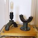 Ipari, loft asztali lámpa pillangószelepből fa talppal, Férfiaknak, Otthon, lakberendezés, Legénylakás, Lámpa, Famegmunkálás, Újrahasznosított alapanyagból készült termékek, Ez az asztali lámpa egy régi pillangószelepből készült, talpként egy lazúrozott fenyődeszka darab l..., Meska