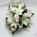 Liliomos-rózsás autódísz esküvőre - RENDELHETŐ!, Esküvő, Esküvői dekoráció, Esküvői csokor, 1db autódísz selyemvirágokból 38x38cm átmérőjű, 17cm magas, és 4db tapadókoronggal tudod rögzíteni a..., Meska