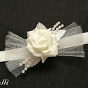 Egy rózsás csuklódísz, Esküvő, Esküvői ékszer, Hajdísz, ruhadísz, Ezt a kis csuklódíszt egy darab fehér rózsával , tüllel, fehér selyemlevelekkel, és gyönngyfüzérrel ..., Meska