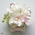 Egyedi virágdoboz - virág box, Esküvő, Dekoráció, Otthon, lakberendezés, Esküvői dekoráció, Halvány rózsaszín orchideákkal és ekrü habrózsákkal díszített hatszögletű ajándék virágdoboz, virág ..., Meska