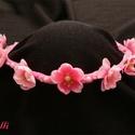 Pink fejkoszorú kislányoknak, babáknak, Baba-mama-gyerek, Esküvő, Baba-mama kellék, Hajdísz, ruhadísz, Kis puha pink virágos fejkoszorú,  rózsaszín félteklákkal díszítve. Hátul pink, vagy rózsaszín szala..., Meska