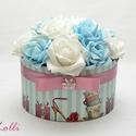 Kék - fehér rózsadoboz - virág box virágdoboz, Dekoráció, Otthon, lakberendezés, Csokor, Asztaldísz, Nagyon szép romantikusan kerek halvány kék és fehér habrózsákkal díszítettem ezt a kerek ajándék vir..., Meska