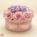 Lila -rózsaszín rózsadoboz - virág box virágdoboz, Dekoráció, Otthon, lakberendezés, Csokor, Asztaldísz, Nagyon szép romantikusan kerek halvány rózsaszín és lila habrózsákkal díszítettem ezt a kerek ajándé..., Meska