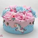 Unikornis virágbox, virágdoboz, A kék felhős rózsaszín dobozt körben három c...