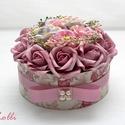 Glóriabox - virág box virágdoboz, Otthon, lakberendezés, Esküvő, Asztaldísz, Esküvői dekoráció, Egyedi vintage mintás papírral borítottam ezt a virágdobozt, amibe mályvás és szürkés lila hab és se..., Meska