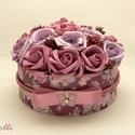 RomanticRosebox kicsi, Esküvő, Otthon, lakberendezés, Esküvői dekoráció, Ajtódísz, kopogtató, Lepd meg szeretteidet ezzel a romantikus virágdobozzal, melybe csodaszép selyemvirágokból készítette..., Meska
