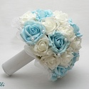 Kék-fehér gyöngyös  menyasszonyi csokor kitűzővel Rendelhető!, Esküvő, Esküvői csokor, Rendelhető!  Egyedi Fehér, világoskék habrózsából kötöm, tekla gyöngyfüzérrel díszítem, és egy kidol..., Meska