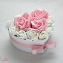 Kicsi szív box - virágbox, virágdoboz, Otthon, lakberendezés, Esküvő, Asztaldísz, Esküvői dekoráció, Cuki kis szív virágbox Kis fehér szív dobozkát díszítettem kicsi fehér , és rózsaszín habrózsákkal A..., Meska
