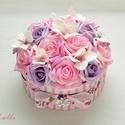 Egyedi rózsaszín rózsadoboz - virág box virágdoboz, Otthon, lakberendezés, Esküvő, Asztaldísz, Esküvői csokor, Pinkes rózsaszín és lila habrózsákkal, valamint fehér hortenziákkal díszített kerek ajándék virágdob..., Meska