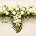 Esküvői főasztaldísz, Esküvő, Otthon, lakberendezés, Esküvői dekoráció, Esküvői csokor, A virágdísz kb. 75cm hosszú és 18cm széles /a leveleket is beleértve/, elöl leomló résszel. A szín, ..., Meska