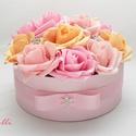 Rózsaszín rózsadoboz - virág box virágdoboz - közepes, Rózsaszín és barack habrózsákkal, és ékköv...