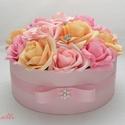 Rózsaszín rózsadoboz - virág box virágdoboz - nagy méretű, Esküvő, Otthon, lakberendezés, Esküvői csokor, Esküvői dekoráció, Rózsaszín és barack habrózsákkal, és ékköves virágokkal díszített kerek ajándék virágdoboz, virág bo..., Meska