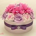 Lila - pink rózsadoboz - virág box virágdoboz - nagy méretű, Lila habrózsákkal, pink selyem dáliákkal és r...