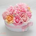 Közepes szív box - virágbox, virágdoboz, Otthon, lakberendezés, Esküvő, Esküvői dekoráció, Nászajándék, Közepes szív virágbox Fehér szív dobozkát díszítettem rózsaszín és barack habrózsákkal és rózsaszín ..., Meska