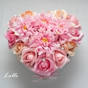 Nagy rózsaszín dáliás szív box - virágbox, virágdoboz, Esküvő, Esküvői dekoráció, Nászajándék, Esküvői csokor, Nagy szív virágbox Fehér szív dobozkát díszítettem rózsaszín és barack habrózsákkal és rózsaszín sel..., Meska