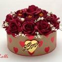 Bordó rózsás szives box virágbox virágdoboz - közepes, Lepd meg kedvesedet ezzel a romantikus virágdoboz...