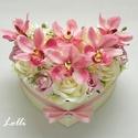 Orchideás szív box - virágbox, virágdoboz, Esküvő, Nászajándék, Esküvői csokor, Meghívó, ültetőkártya, köszönőajándék, Orchideás szív virágbox Ekrü szív dobozt díszítettem rózsaszín és ekrü habrózsákkal és mályvarózsasz..., Meska