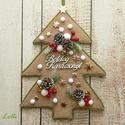 Fenyő karácsonyi kopogtató - ajtódísz, Otthon, lakberendezés, Dekoráció, Ajtódísz, kopogtató, Ünnepi dekoráció, Fenyő alakú alapot díszítettem be termésekkel, fehér hóbogyókkal, arany csillagokkal, Boldog Karácso..., Meska
