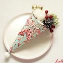 Karácsonyi Mini Madárkás Ajándékcsokor, Dekoráció, Ünnepi dekoráció, Karácsonyi, adventi apróságok, Karácsonyi dekoráció, Mini ajándékcsokor karácsonyra  Fehér habrózsákkal, tobozokkal, bordó bogyókkal és arany gömbökkel d..., Meska