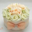 Barack virágdoboz, virágbox, rózsabox - kicsi, Esküvő, Otthon, lakberendezés, Esküvői csokor, Esküvői dekoráció, Lepd meg szeretteidet ezzel a romantikus virágdobozzal, melybe csodaszép selyem barack és ekrü habró..., Meska