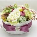 Zöld -ekrü selyemvirágbox - virágdoboz, virágbox, rózsabox, Esküvő, Otthon, lakberendezés, Asztaldísz, Esküvői dekoráció, Lepd meg szeretteidet ezzel a teljesen élethű virágdobozzal, melybe csodaszép zöld, ekrü, és mályva ..., Meska