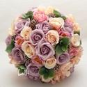MagicPeach rózsás menyasszonyi örökcsokor, Esküvő, Dekoráció, Csokor, Esküvői csokor, Dustylila habrózsákkal, ciklámen és ekrü selyem rózsákkal és készült egyedi örökcsokor. A csokor nev..., Meska