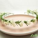 Fehér kisvirágos fejkoszorú esküvőre fotózáshoz, Finom kis fehér virágokkal díszített minimál ...