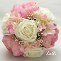 Ekrü sötétrózsaszín menyasszonyi örökcsokor, Kis méretű menyasszonyi csokor Rózsákkal, bazs...