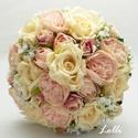 Ekrü-barack menyaszonyi örökcsokor és kitűző Áginak, Prémium selyemvirágokból készült kitűző és...