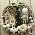A kis diótörő koszorú, Cuki diótörővel, kis házakkal, karácsonyfáva...