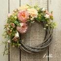 RomanticGarden tavaszi koszorú, Prémium barackszín selyemvirágokkal és műzöl...