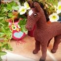 Horgolt lovacska, Játék, Baba-mama-gyerek, Játékfigura, Aranyos horgolt lovacska. Melyik gyerek nem örülne neki? :) Mérete: kb. 25x27 cm, Meska