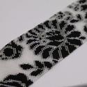Fekete-fehér matyó mintás karkötő (méretre igazítható), Ékszer, óra, Karkötő, Saját mintám alapján fűzött kristályos-fehér alapon fekete matyó minta. Ahogy a képeken is látszik, ..., Meska