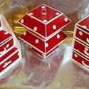 PIROS PÖTTYÖS ékszerdoboz / írószertartó szett /fehér alapon/, Ékszer, Otthon, lakberendezés, Tárolóeszköz, Ékszertartó, Piros alapon fehér pöttyös mintájú doboz szett.  Kartonpapírból készült, TARTÓS, igényesen kialakíto..., Meska