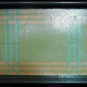 TÁLCA /szürke-rózsaszín mintás/, Konyhafelszerelés, Magyar motívumokkal, Tálca, Szürke-rózsaszín csíkozott mintás fa tálca, lakkozott.  (elmosogatható, de mosógépbe nem ra..., Meska