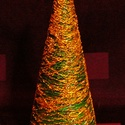FELDÍSZÍTHETŐ KARÁCSONYFA / FENYŐFA / asztali, Dekoráció, Otthon, lakberendezés, Karácsonyi, adventi apróságok, Karácsonyi dekoráció, zöld erős fonalból decoupage-ragasztóval készített kúp alakú fenyőfa, szerénynek mondható díszítéske..., Meska