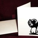 KARÁCSONYI ÜDVÖZLŐLAP / ÜDVÖZLŐKÁRTYA, ajándékkísérő, képeslap (gyertyás), Dekoráció, Ünnepi dekoráció, Karácsonyi, adventi apróságok, Ajándékkísérő, képeslap, Karácsonyi dekoráció, Fehér kartonpapír alapra fekete öntapadós tapétából készített minta (borítékkal) A karácsonyi ajándé..., Meska