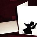 KARÁCSONYI ÜDVÖZLŐLAP / ÜDVÖZLŐKÁRTYA, ajándékkísérő, képeslap (fenyőfás), Dekoráció, Ünnepi dekoráció, Karácsonyi, adventi apróságok, Ajándékkísérő, képeslap, Karácsonyi dekoráció, Fehér kartonpapír alapra fekete öntapadós tapétából készített minta (borítékkal) A karácsonyi ajándé..., Meska