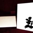 KARÁCSONYI ÜDVÖZLŐLAP / ÜDVÖZLŐKÁRTYA, ajándékkísérő, képeslap (hegedűs), Dekoráció, Ünnepi dekoráció, Karácsonyi, adventi apróságok, Ajándékkísérő, képeslap, Karácsonyi dekoráció, Fehér kartonpapír alapra fekete öntapadós tapétából készített minta (borítékkal) A karácsonyi ajándé..., Meska